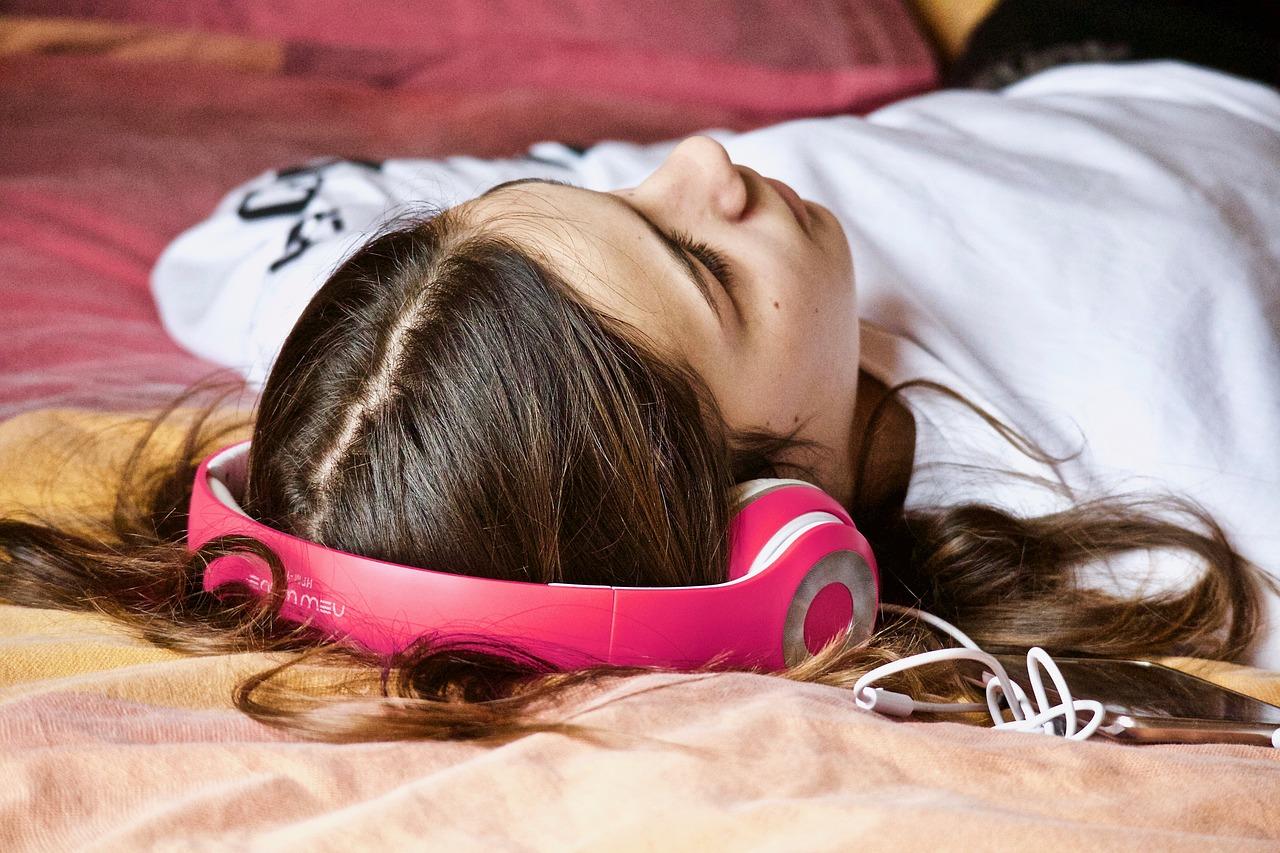 jeune-ecoute-de-la-musique
